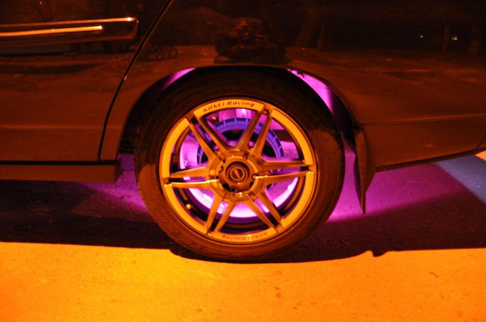 Диски с подсветкой на автомобиле
