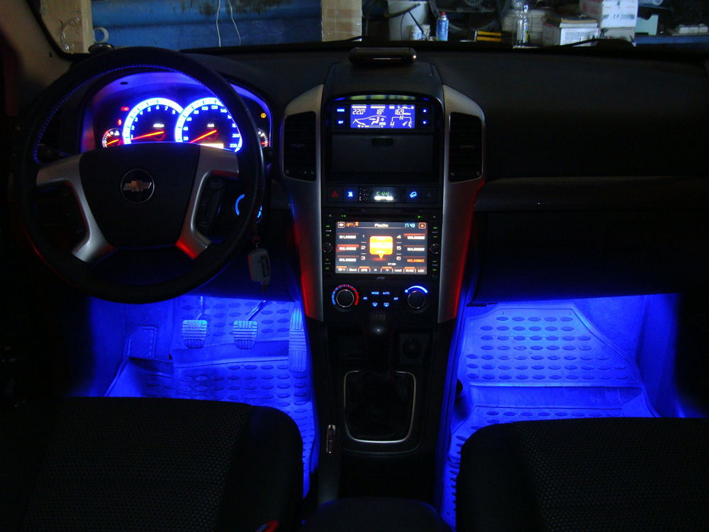 Автомобильный салон с подсветкой