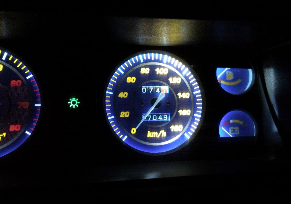 Тюнингованная панель приборов на ВАЗ-2107