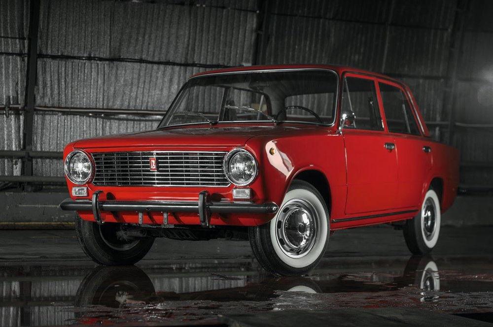 Красный ВАЗ-2101 в идеальном состоянии