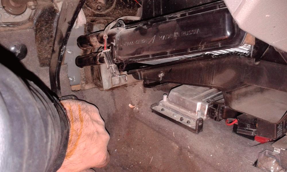 Снятие радиатора отопителя Лада Калина