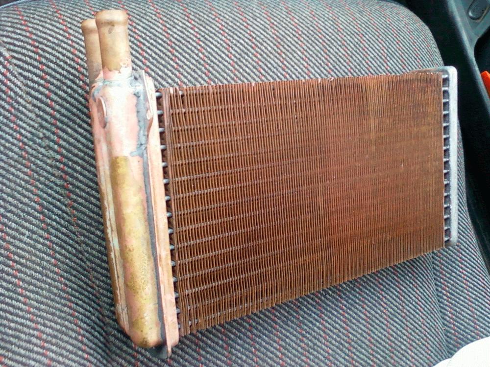 Загрязненный радиатор отопителя ВАЗ-2115