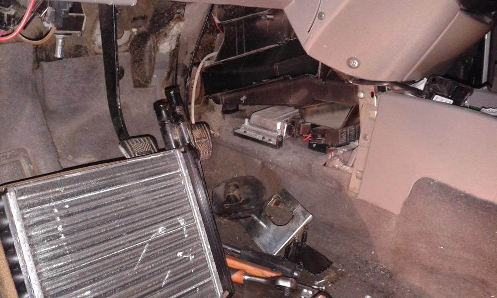 Снятие радиатора печки