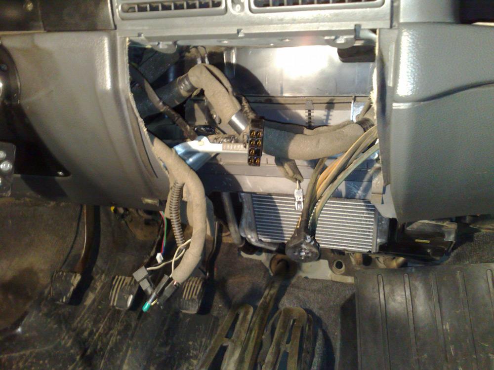 Демонтаж радиатора печки
