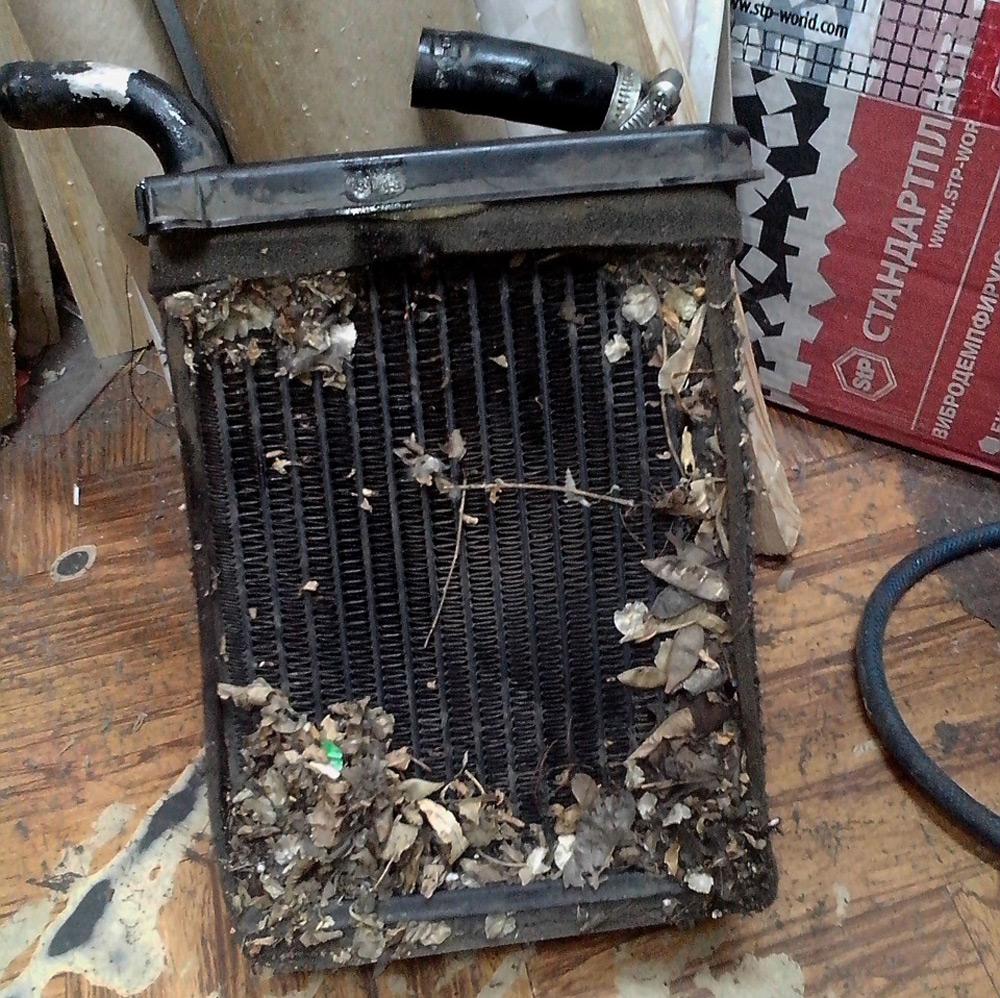 Загрязненный радиатор печки