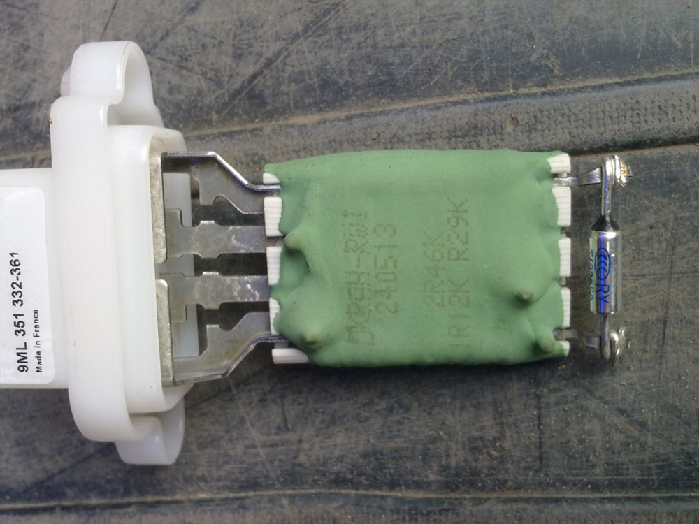 Резистор печки Форд Фокус 1