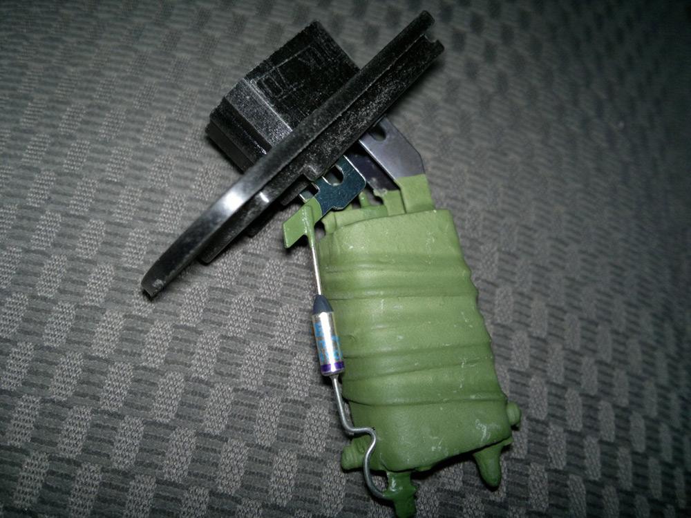 Замена резистора печки Форд Фокус 1
