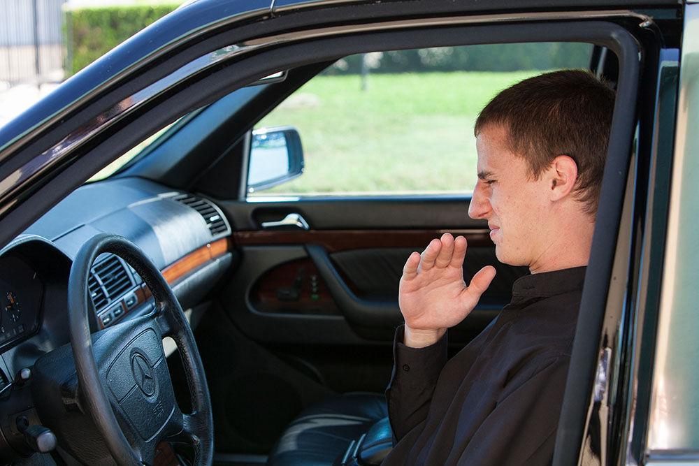 Неприятный запах в машине