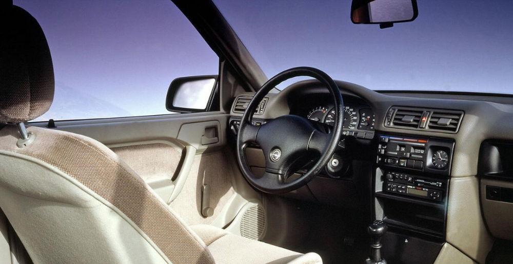 Салон Opel Vectra A