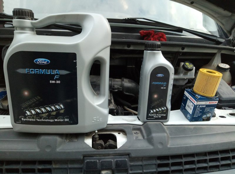 Масло для автомобиля Ford Transit