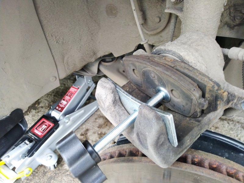 Замена тормозных колодок Hyundai Creta