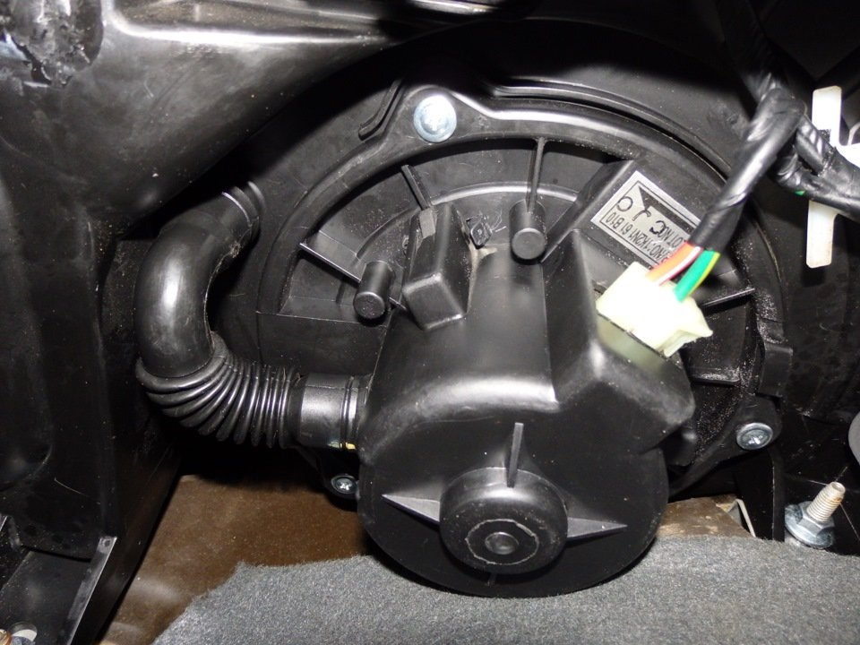 Вентилятор печки на Kia Spectra