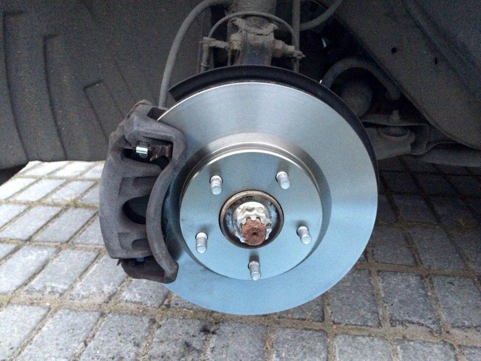 Тормозные колодки и диски Nissan Juke