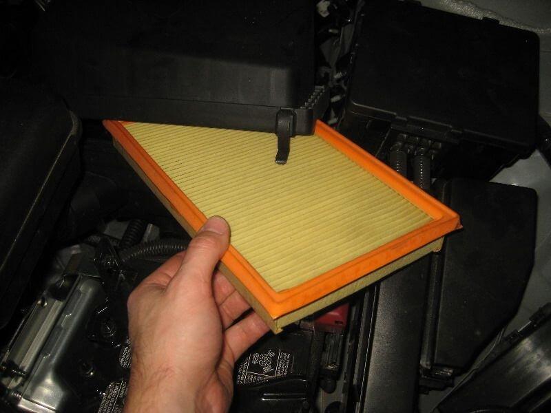 Воздушный фильтр на Nissan Pathfinder