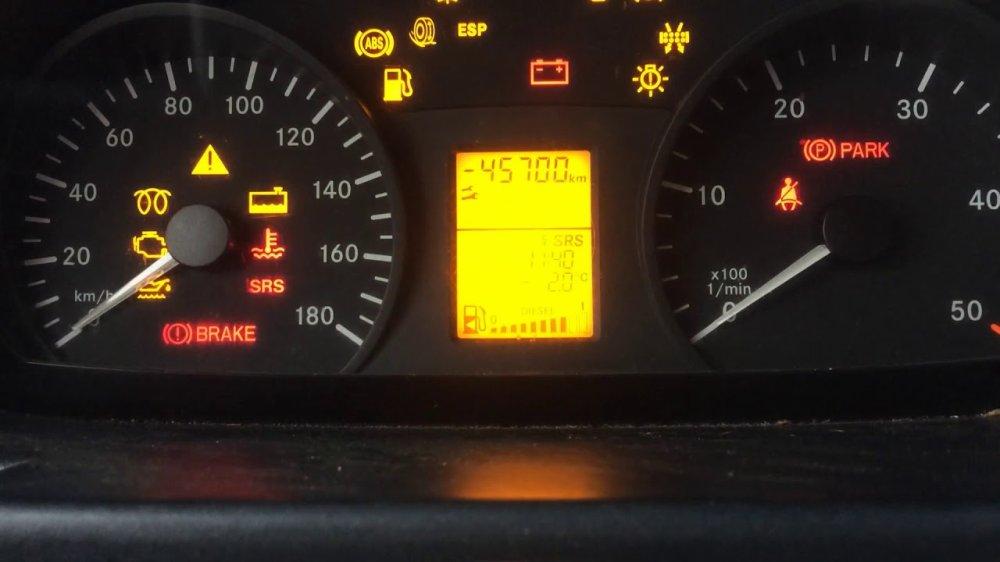 Информация на панели приборов Mercedes-Benz Sprinter