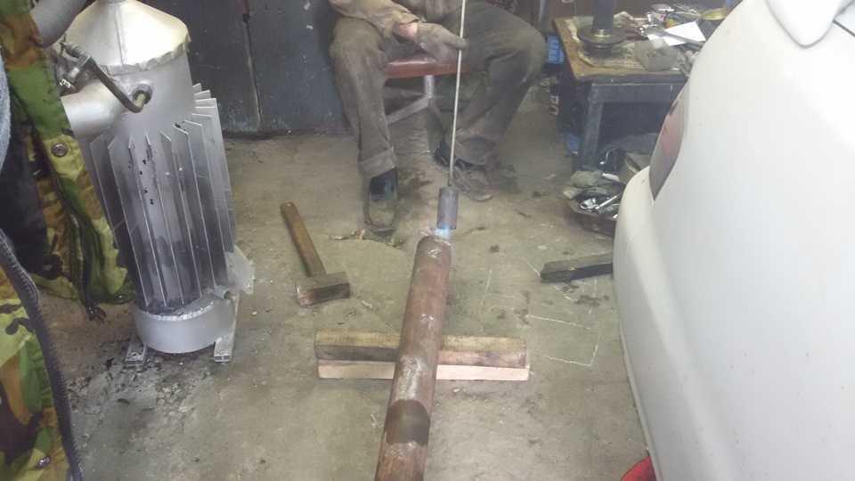 Привариваем струпицы к трубе