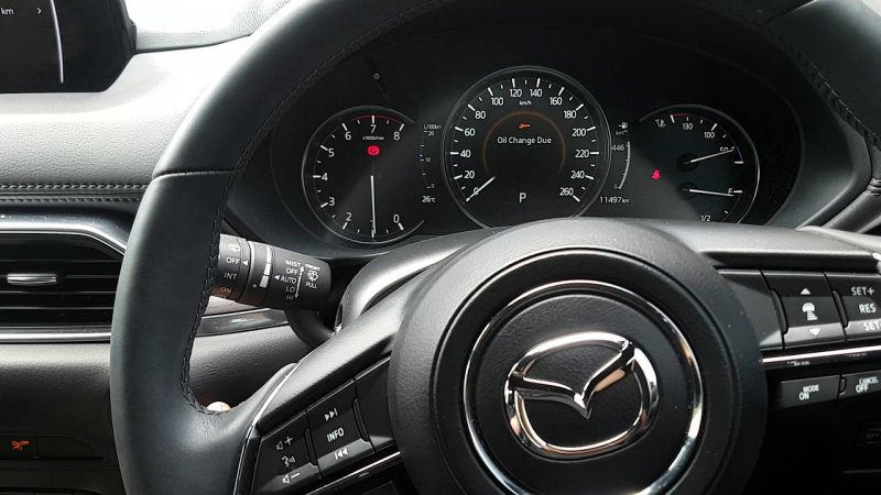 Информация на приборной панели Mazda CX-5
