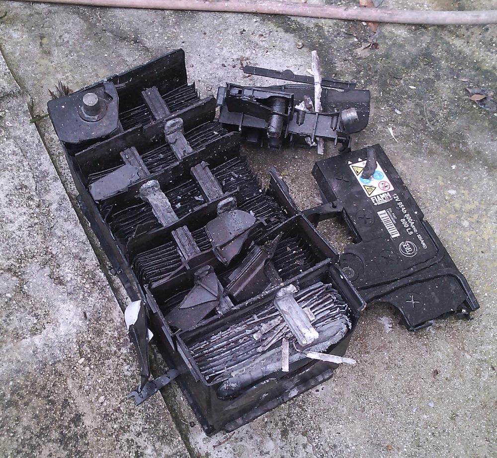Взрыв автомобильной АКБ