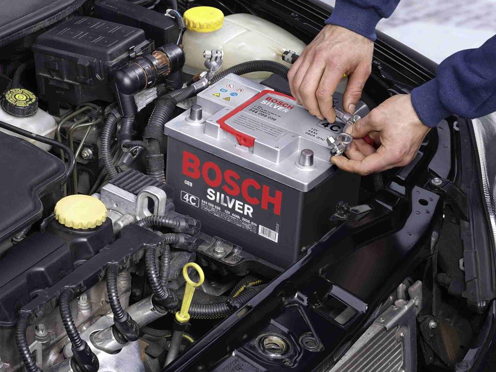 Снимать клеммы с аккумулятора авто