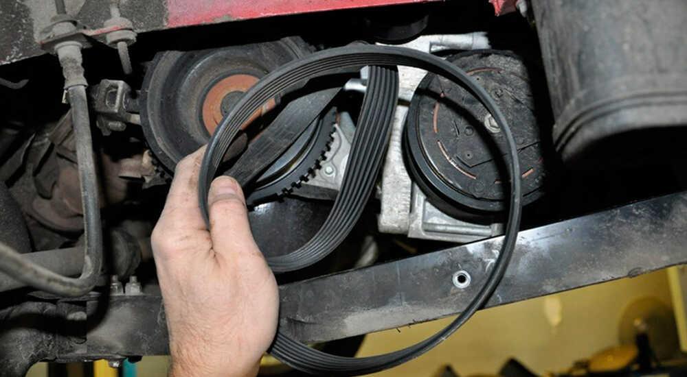 Снятие ремня привода генератора
