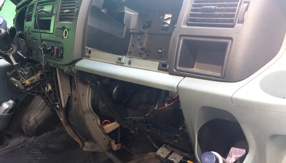 Замена радиатора печки на автомобиле Ford Transit