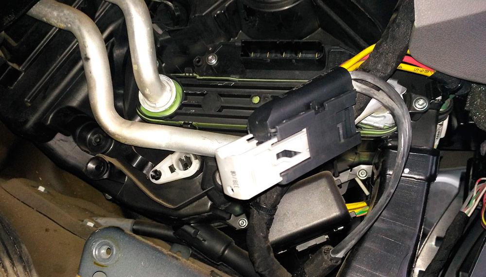 Замена вентилятора печки на Renault Megane 3