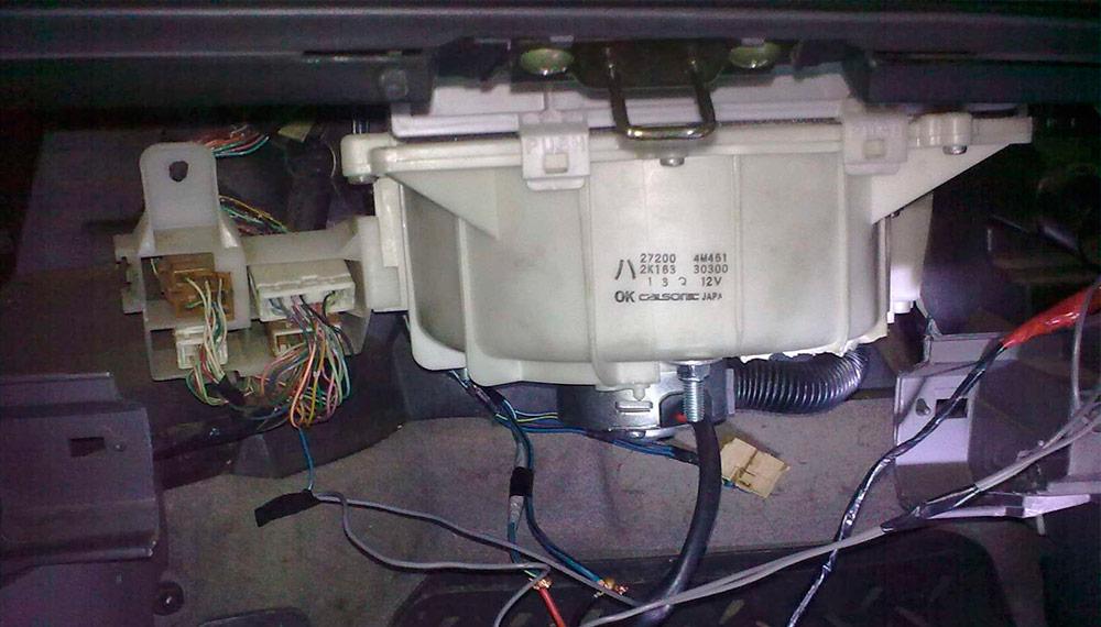 моторчик печки на Nissan Sunny